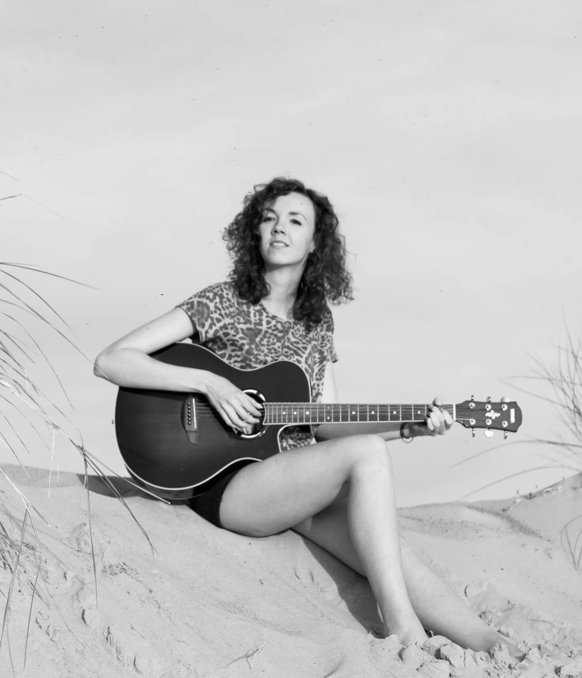 Anne van Damme is singer-songwriter, ondernemer en muzikant. In deze blog schrijft ze over haar eigen ervaringen en opgedane kennis.