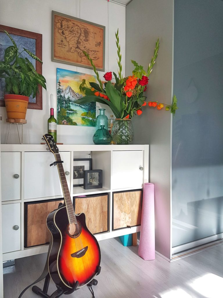 De locatie van de muzieklessen in een huiselijke omgeving.